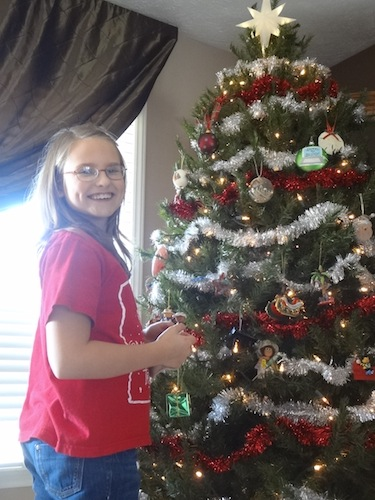 elizabeth decorating the tree