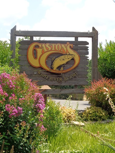 gastons resort sign 1