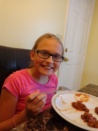 elizabeth taste testing manwich