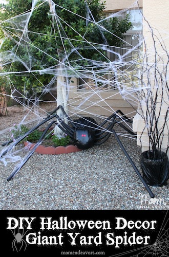 DIY-Halloween-Lawn-Decor-Giant-Spider-in-Spiderweb