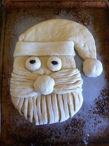 Looking for Christmas crafts, Christmas decorations or Christmas ideas? Then check out this DIY Santa Bread with step-by-step instructions. It's super easy to make and you're sure to have a blast creating it!