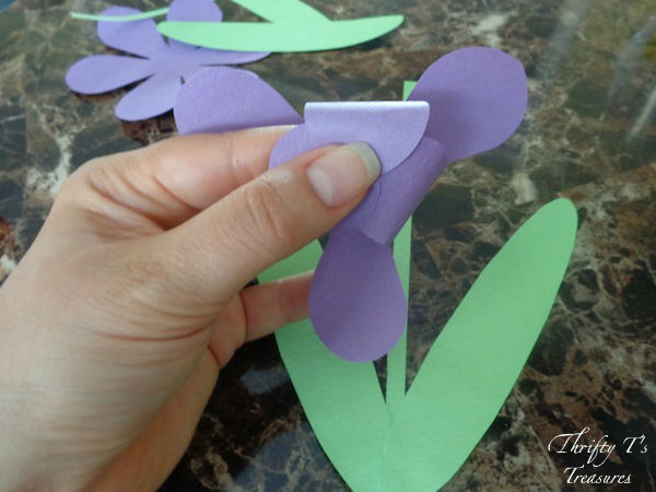 This DIY Paper Iris is not only a fun DIY craft but fabulous to add to your list of party ideas. Stop by for the step-by-step directions and free template!