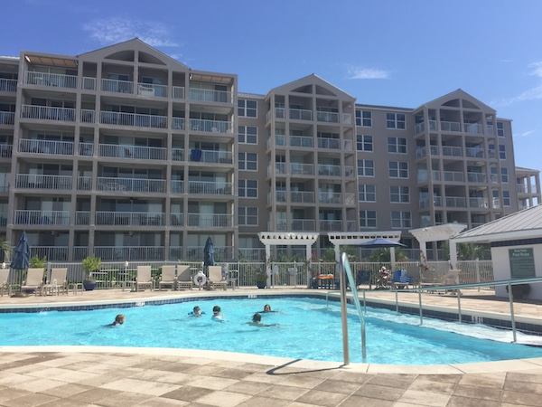 magnolia house pool area looking at condos
